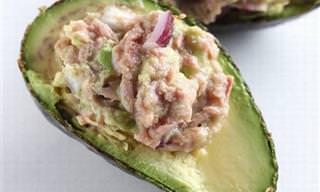 Lanche saudável: Abacate recheado com salada de atum