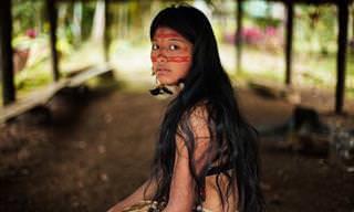 Fotógrafa Viaja o Mundo Para Fazer Retratos de Lindas Mulheres!