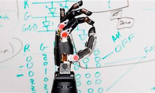 Ciência: Homem Paralisado Tem a Sensação da Mão Robótica Pela Primeira Vez!