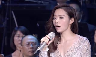 Surpreenda-se com a incrível habilidade vocal de Jane Zhang