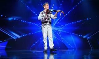 Jamais vi tanto talento com um violino assim!