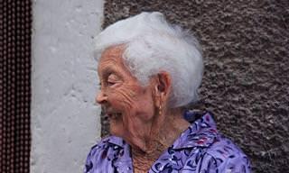 Piada Hilária: Uma Velhinha Mais Que Sincera No Tribunal!