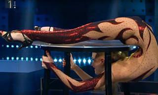 Esta Mulher É a Pessoa Mais Flexível do Planeta?