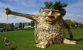 Fantasia com trolls gigantes de madeira reciclada