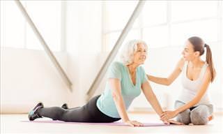 Conheça as Poses de Ioga Que Ajudam a Acalmar a Osteoartrite