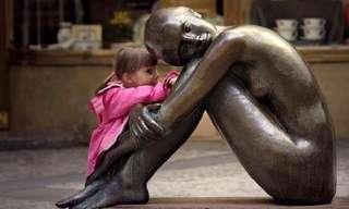 Crianças Interagindo Com Arte