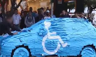 ASSISTA: Ele não vai mais estacionar na vaga de deficientes!