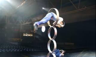 Este acrobata superou os limites da coragem e da perfeição!